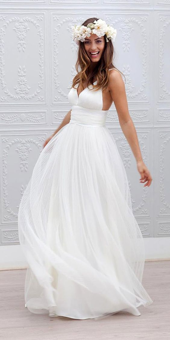 Short Beach Wedding Dresses for a Woman