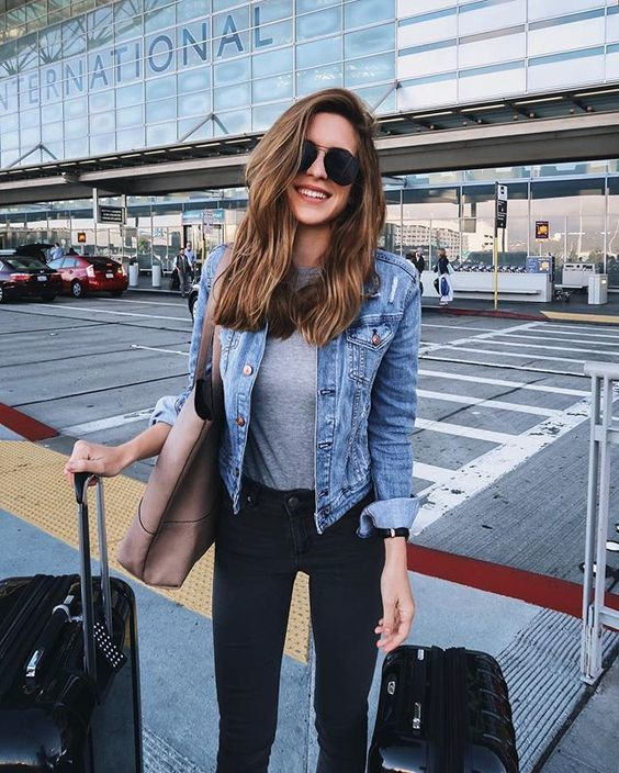What to Wear on a Long Flight to Hawaii: 21 Outfits