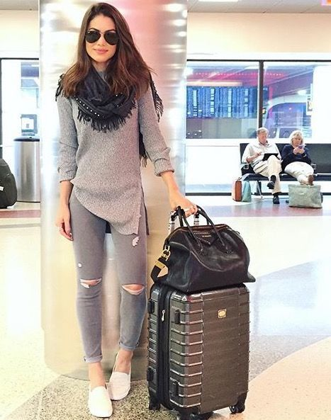 30 Comfortable And Stylish Outfits For Long Haul Flights